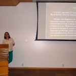 Dr.a Mariana Hassan apresentando caso clínico