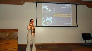Dr.a Simone Guaraldi ministrando sua palestra